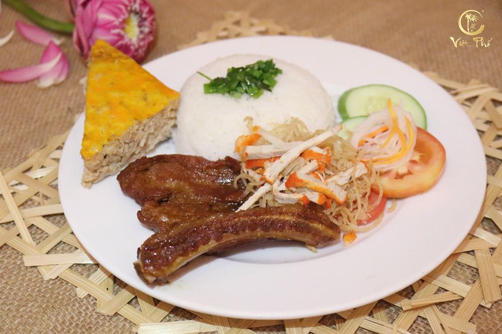Cơm tấm chỉ ngon đúng vị khi thưởng thức cơm tấm ở nhà hàng Việt Phố Sài Gòn